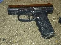 """В запале Агекян выхватил из-за пазухи боевой пистолет """"Глок-19"""" и открыл стрельбу в воздух. Затем он попытался ударить одного из чиновников, но тогда собственные телохранители оттеснили бизнесмена"""