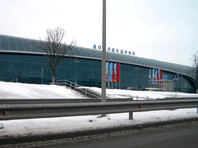 В аэропорту Домодедово спецмашина столкнулась с буксировщиком самолета