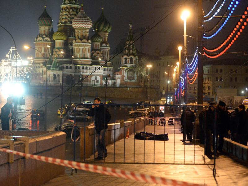 Борис Немцов был убит вечером 27 февраля 2015 года, когда, возвращаясь из ресторана домой с украинской моделью Анной Дурицкой, шел по Большому Москворецкому мосту. В политика было выпущено несколько пуль из пистолета, он скончался на месте