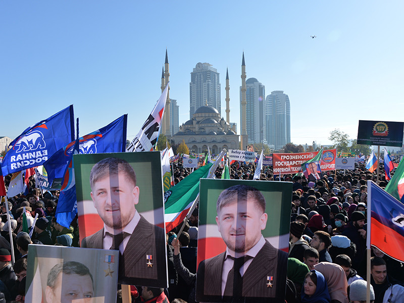 """Участники митинга в Грозном, посвященного Дню народного единства, сообщили изданию """"Кавказский узел"""" о том, что их вынудили придти угрозами"""