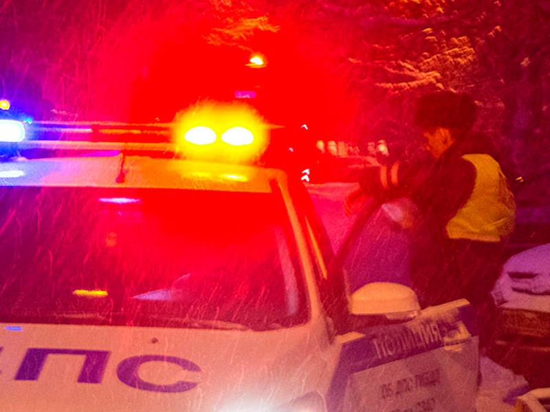 В Забайкальском крае расследуют автокатастрофу, в которой погибли двое подростков. В ДТП попал автомобиль, в котором находились восемь несовершеннолетних, причем двое из них ехали в багажнике