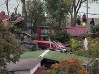 Стало известно о смерти второго пассажира вертолета, упавшего на частный дом в Сочи