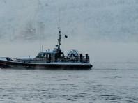 С аварийного траулера в Охотском море сняли пострадавших, судно буксируют в Магадан