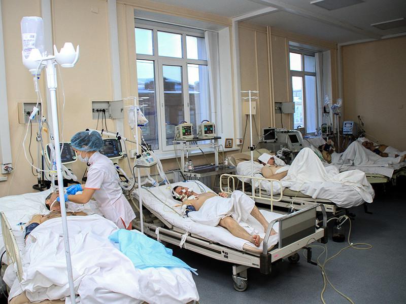 """Более 100 человек пострадали в результате отравления суррогатным концентратом для принятия ванн """"Боярышник"""" в Иркутске, умерли 58 человек. Вместе с тем за ночь в городе не было зарегистрировано ни одного смертельного случая отравления"""