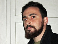Православного активиста Энтео оштрафовали на 100 рублей за брошенный в бюст Сталина букет