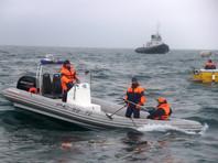 Поисковая операция проходит на площади свыше 10 кв. км, в ней участвуют суда, вертолеты, беспилотники, управляемые подводные аппараты и водолазы МЧС