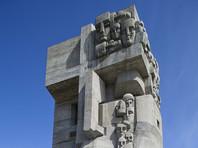 """В Магадане мемориал в память о жертвах политических репрессий осквернили надписями """"Сталин жив!"""""""