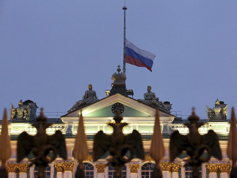 Президент России Владимир Путин в связи с катастрофой Ту-154 в Сочи объявил понедельник, 26 декабря, днем общенационального траура в России