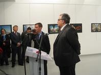 Посол Андрей Карлов был убит на открытии фотовыставки в центре современного искусства в Анкаре. Дипломат произносил речь, когда в него открыл огонь гражданин Турции Мевлют Алтынташ