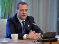 Медведев предложил выплачивать долги по зарплате раньше налоговых