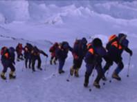 Операция проходит в сложных условиях, погода портится, и спасатели надеются успеть до темноты
