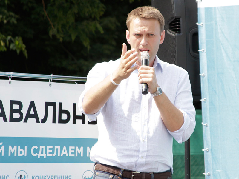 """Премьер-министр России Дмитрий Медведев, комментируя решение оппозиционера и основателя Фонда борьбы с коррупцией Алексея Навального участвовать в выборах президента в 2018 году, сказал, что он """"никак"""" не к этому не относится"""