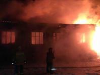 В поселке Караул во время пожара в жилом доме погибли женщина и трое детей