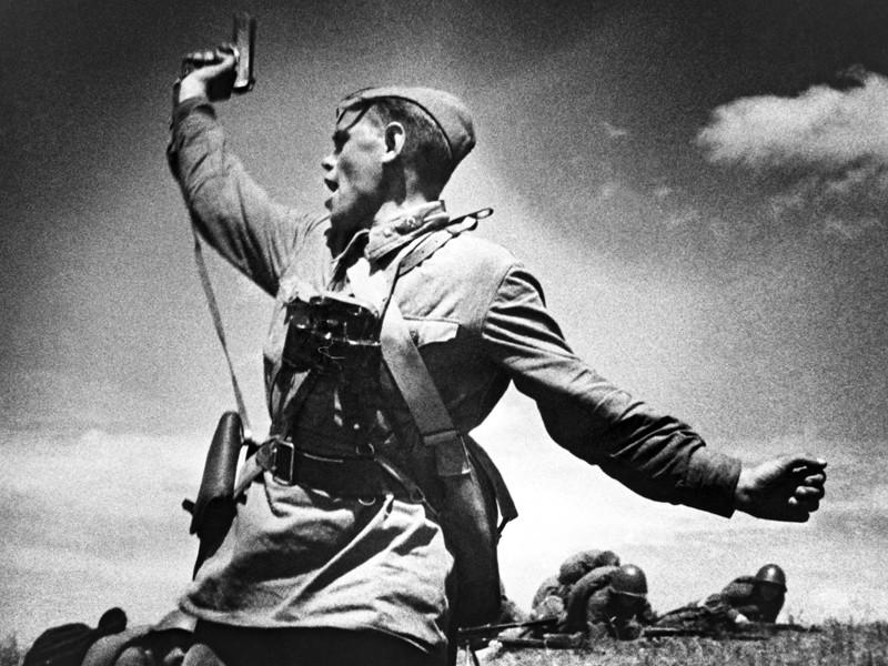 """В России отмечают День Героев Отечества, воспитывая на """"великих примерах гордость за наш народ"""""""