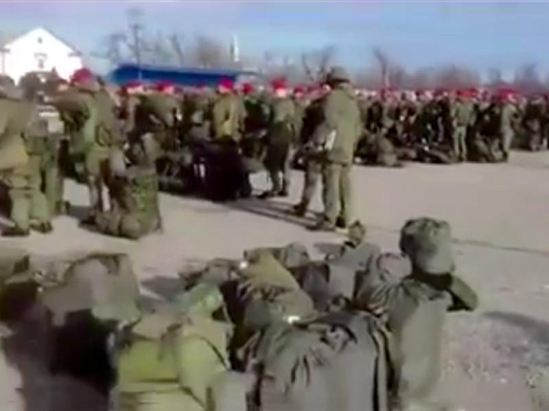 Журналистам, в частности, в ходе разговора подтвердили подлинность появившегося в социальных сетях видео с военной базы Ханкала неподалеку от Грозного