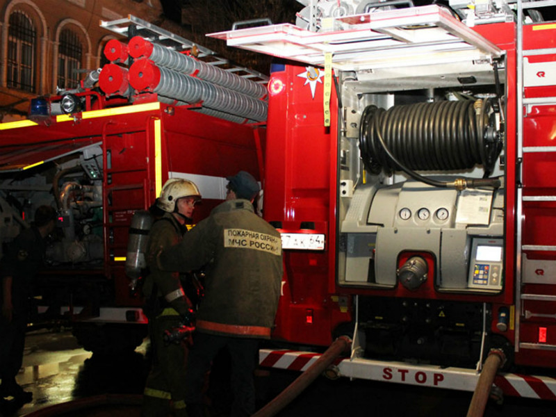 Пожар на подмосковной мебельной фабрике тушили несколько суток