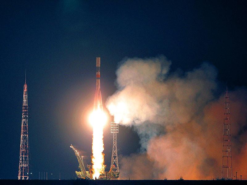 """Корабль """"Прогресс МС-04"""" был запущен к МКС сегодня, 1 декабря, в 17:51 по московскому времени. Программой полетов была предусмотрена схема сближения космического грузовика с МКС в течение двух суток. Стыковка была запланирован на 3 декабря"""