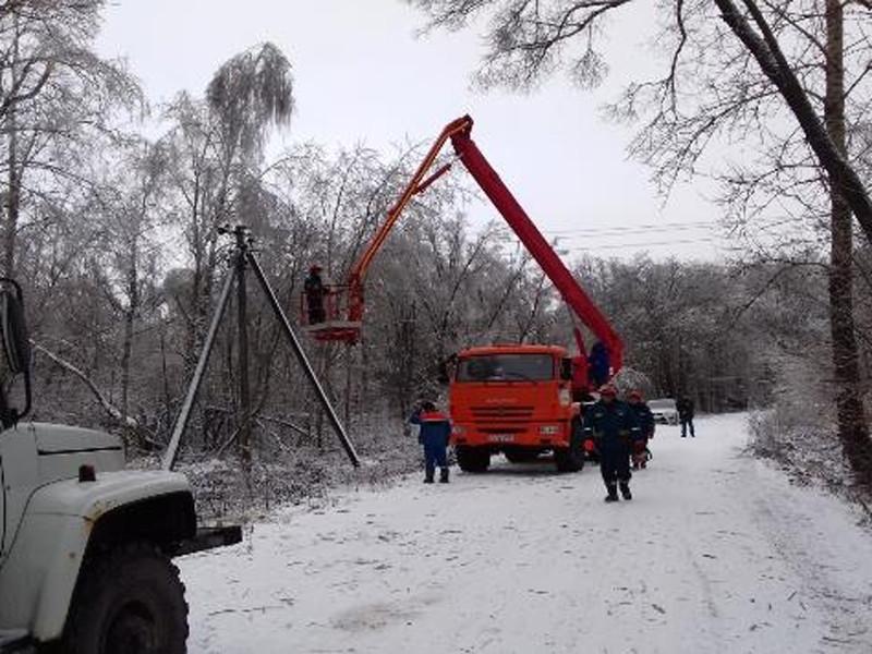 Снегопад оставил без света более 40 населенных пунктов в Калужской области