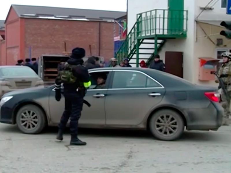 Сход прошел в связи с проведением масштабной спецоперации по поимке членов бандгруппы и их пособников, в ходе которой были задержаны в том числе семеро жителей Шали