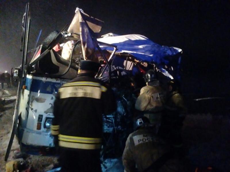На Чуйском тракте в Алтайском крае произошло ДТП: два человека погибли, более 20 госпитализированы