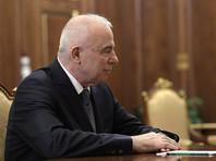 Глава Адыгеи единоросс Аслан Тхакушинов, возглавлявший Республику Адыгея с 13 декабря 2006 года, на встрече с президентом в Кремле представил сменщика, рекомендовав президенту премьер-министра республики Кумпилова - своего родственника, по данным местных СМИ