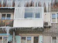 """Губернатор рассказал, что проблема наледи, образующейся на крышах, едва не коснулся его лично на прошлой неделе: """"И это не только в Калуге, в Калуге я хожу пешком, стараюсь подальше от зданий, и то же в Москве. На прошлой неделе шел, передо мной глыба ледяная свалилась. Буквально два метра не дошел"""""""
