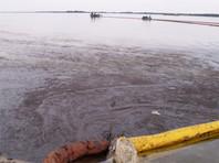 В бухте во Владивостоке произошел разлив нефтепродуктов