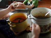 Школьники в Нижнем Тагиле жалуются, что их кормят объедками и борщом с червями