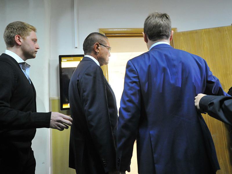 Басманный суд Москвы 10 января продлил до 15 апреля домашний арест бывшему министру экономического развития РФ Алексею Улюкаеву, обвиняемому в получении крупной взятки