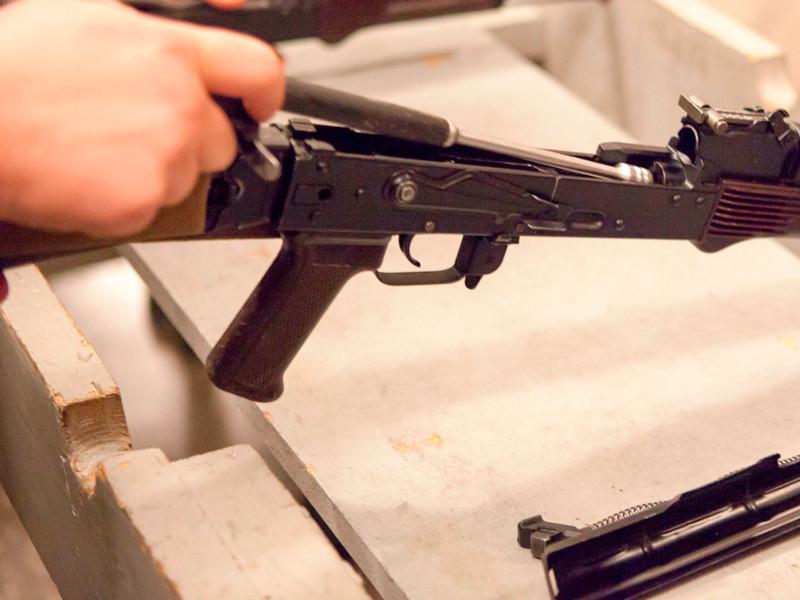 """В Ставрополе молодые люди поддерживали """"приподнятое настроение"""" стрельбой из автомата Калашникова - изъято четыре """"бульбулятора"""""""