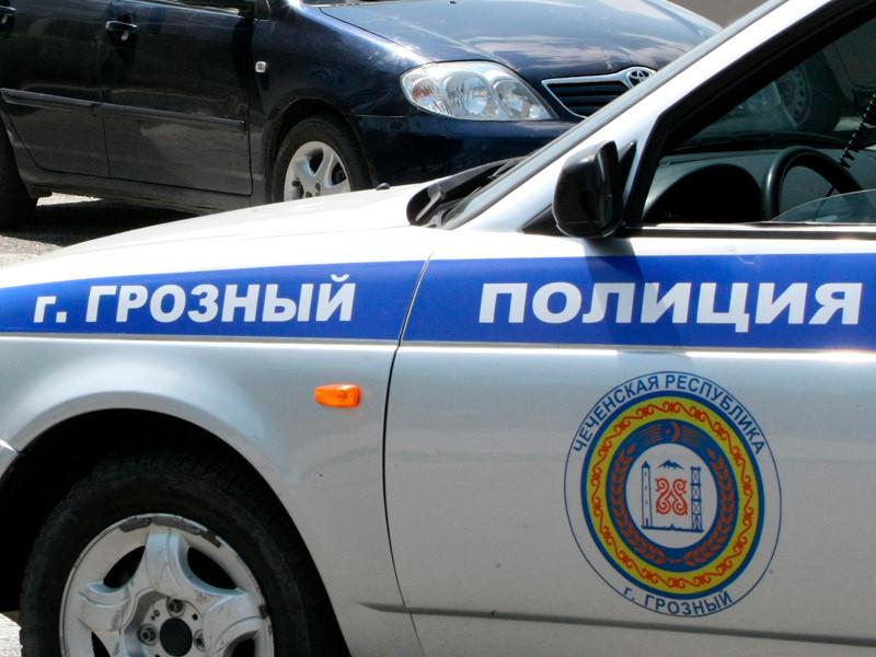Полицейский автомобиль на одной из улиц Грозного