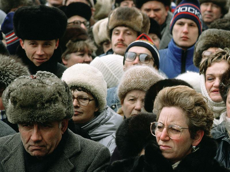"""Общим положением дел в стране недовольны 45% россиян, показал опрос фонда """"Общественное мнение"""". Наибольшее неудовлетворение у населения вызывает работа властей в сфере здравоохранения, экономики и социальной защиты"""