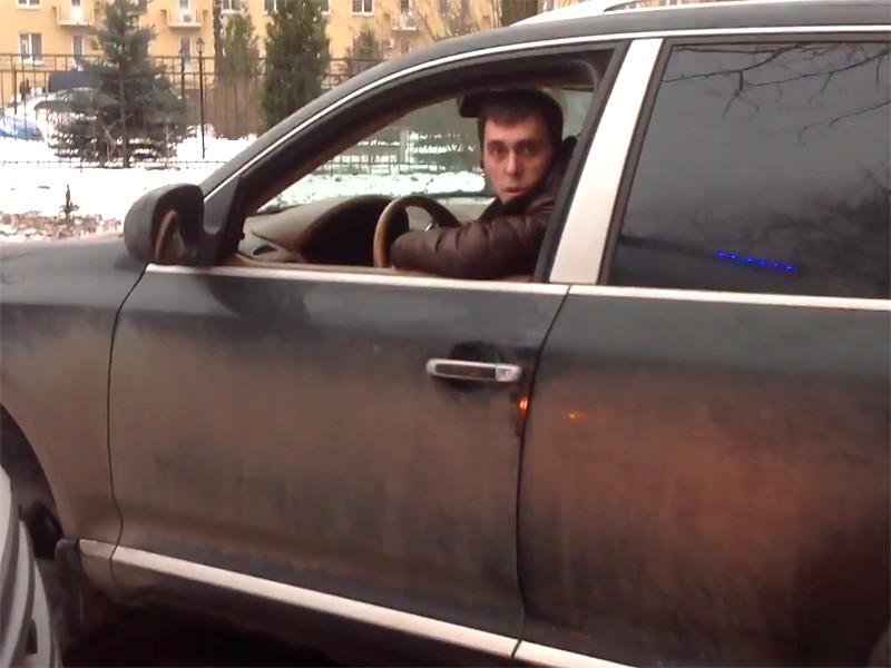 Очередной автохам заблокировал проезд скорой помощи в Петербурге