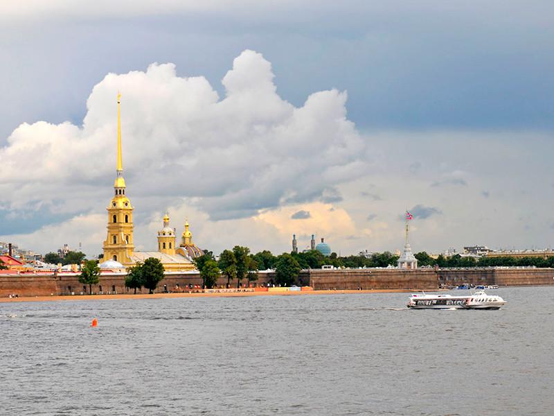 Патрушев сообщил о рассмотрении вопроса по безвизовому въезду туристов в Петербург