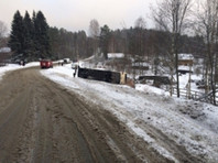 В Карелии опрокинулся экскурсионный автобус, погибла женщина