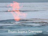 Иркутские журналисты сняли на ВИДЕО пламя, возникшее подо льдом Байкала