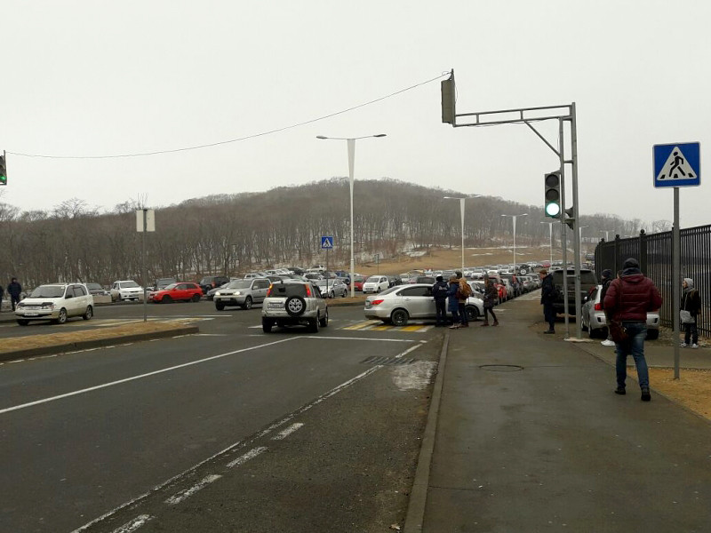 Во Владивостоке джип врезался в толпу на пешеходном переходе