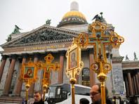 Тысячи верующих обошли Исаакий крестным ходом