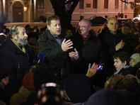 Резник и Вишневский, напротив, критикуют резонансную инициативу, вызвавшую протест и со стороны рядовых граждан