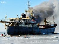 У берегов Владивостока горит и тонет брошенный теплоход Yeruslan