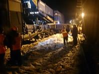 Семь вагонов с углем сошли с рельсов в Свердловской области, задержав пассажирский поезд на Москву