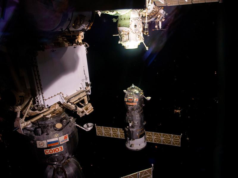 """Грузовой космический корабль """"Прогресс МС-05"""", успешно стартовавший с космодрома Байконур в минувшую среду, пристыковался в автоматическом режиме к отсеку """"Пирс"""" Международной космической станции (МКС)"""