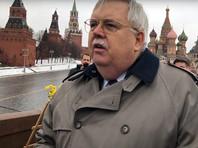 К восстановленному мемориалу в честь Бориса Немцова на Москворецком мосту траурный венок возложил посол США в РФ