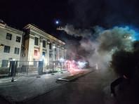 """Шестерых украинцев заочно обвинили в нападениях на киевское посольство России """"в целях провокации войны"""""""
