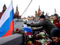 """В """"Гормосте"""" объяснили вывоз мемориала Немцова: большие скопления цветов и лампад мешают безопасности"""