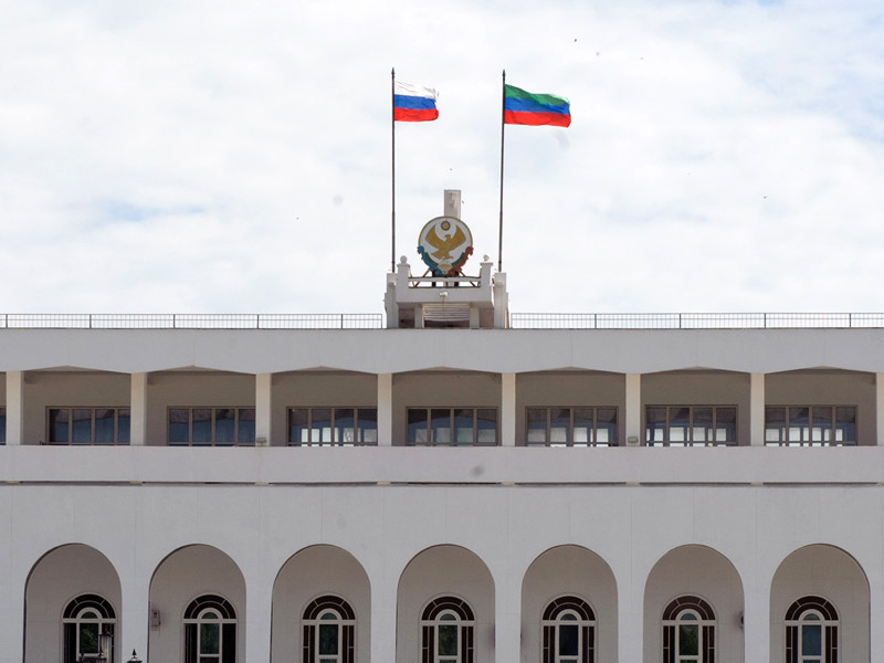 Сотрудники экономической безопасности УФСБ в Дагестане провели обыск в администрации Махачкалы