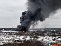 На рынке в Мытищах сгорел ангар с линолеумом: площадь пожара достигает 4000 кв. м