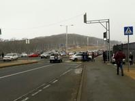 На острове Русский женщина за рулем врезалась в толпу пешеходов на зебре (ВИДЕО)