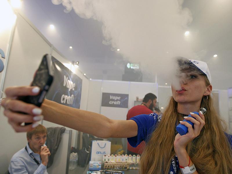 Депутаты Мосгордумы решили запретить курение электронных сигарет и кальянов в общественных местах и еще больше ограничить продажу алкоголя