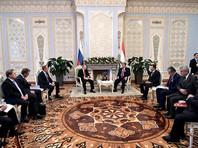 Президент РФ Владимир Путин во время рабочей поездки в Душанбе обсудил со своим коллегой Эмомали Рахмоном проблему, связанную с запретом на въезд в РФ отдельных граждан Таджикистана